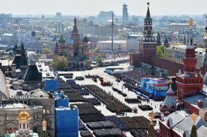 با کلیک کردن بر روی تصویر می توانید  رزه با شکوه درمیدان سرخ مسکو را ببینید .