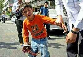 کودکی که شیشه ماشینها را پاک می کند توسط برادران بی غیرت حزب الله دستگیر                        شده است.اشگ چشمان مظلومان خانمان حکومت ظلم عابدان ریایی را در سیل خود                                                                     غرق خواهد کرد