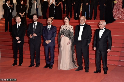 """CANNES, FRANCE - MAY 21: Producer Alexandre Mallet-Guy, director Asghar Farhadi, actor Shahab Hosseini, actress Taraneh Alidoosti, actor Babak Karimi and actor Farid Sajjadihosseini attend """"The Salesman (Forushande)"""" Premiere during the 69th annual Cannes Film Festival at the Palais des Festivals on May 21, 2016 in Cannes, France (Photo by Pascal Le Segretain/Getty Images)"""