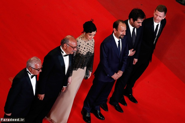 """CANNES, FRANCE - MAY 21: Farid Sajjadihosseini, Babak Karimi, Taraneh Alidoosti, Asghar Farhadi, Shahab Hosseini and Alexandre Mallet-Guy attend """"The Salesman (Forushande)"""" Premiere during the 69th annual Cannes Film Festival at the Palais des Festivals on May 21, 2016 in Cannes, France (Photo by Pool/Getty Images)"""