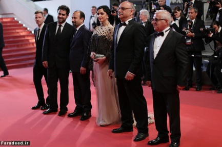 """CANNES, FRANCE - MAY 21: Producer Alexandre Mallet-Guy, director Asghar Farhadi, actor Shahab Hosseini, actress Taraneh Alidoosti, actor Babak Karimi and actor Farid Sajjadihosseini attend """"The Salesman (Forushande)"""" Premiere during the 69th annual Cannes Film Festival at the Palais des Festivals on May 21, 2016 in Cannes, France. (Photo by Neilson Barnard/Getty Images)"""