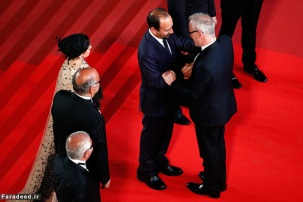 """CANNES, FRANCE - MAY 21: Farid Sajjadihosseini, Babak Karimi, Taraneh Alidoosti, Asghar Farhadi, Shahab Hosseini and director of the festival Thierry Fremaux attend """"The Salesman (Forushande)"""" Premiere during the 69th annual Cannes Film Festival at the Palais des Festivals on May 21, 2016 in Cannes, France (Photo by Pool/Getty Images)"""