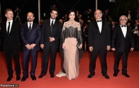 """CANNES, FRANCE - MAY 21: Actor Farid Sajjadihosseini, film editor Babak Karimi, actress Taraneh Alidoosti, director Asghar Farhadi, actor Shahab Hosseini, and distributer Alexandre Mallet-Guy attend """"The Salesman (Forushande)"""" Premiere during the 69th annual Cannes Film Festival at the Palais des Festivals on May 21, 2016 in Cannes, France. (Photo by Pascal Le Segretain/Getty Images)"""